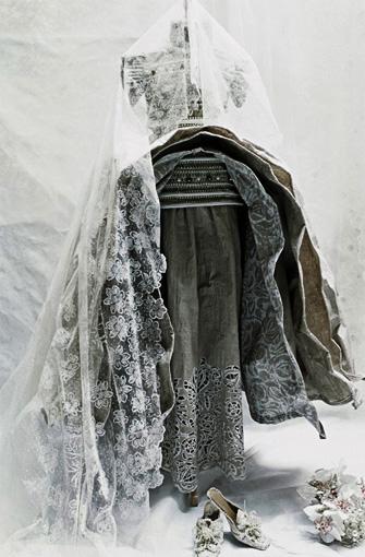 dresses_paper_Borchgrave_5.jpg